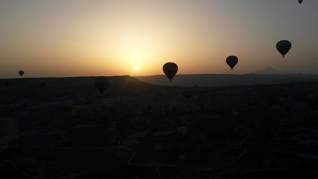 hot-air-balloon-410453_640